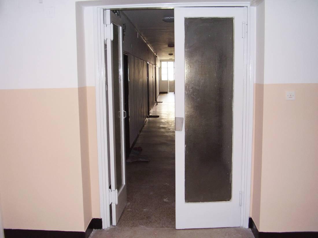 Uređenje stubišta - soboslikarske usluge - lakiranje vrata